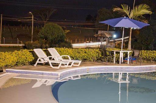 hotel con piscina cerca del parque del cafe a buen precio